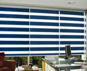 Рулонные шторы день-ночь синего цвета