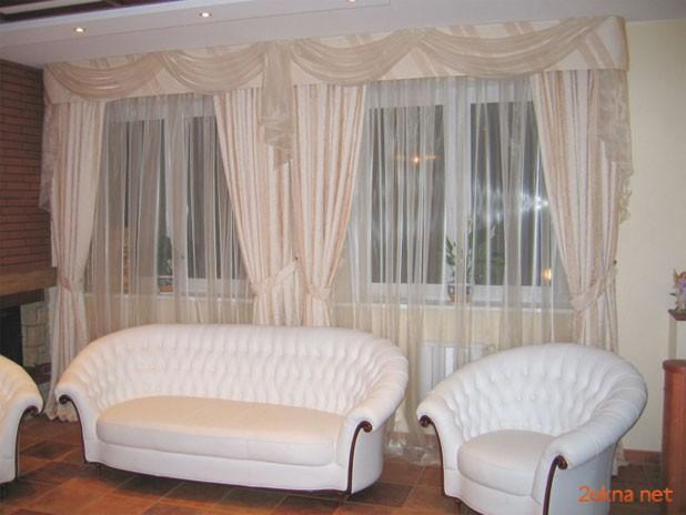 Ламбрикен для штор в интерьере зала - фото