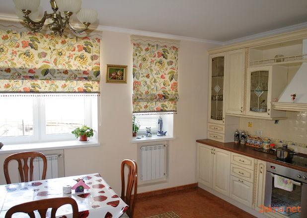 Римские шторы в большой кухне