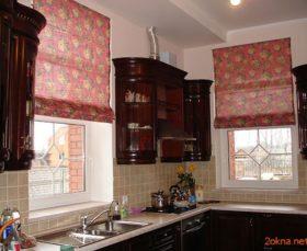 Красная римская штора на кухню