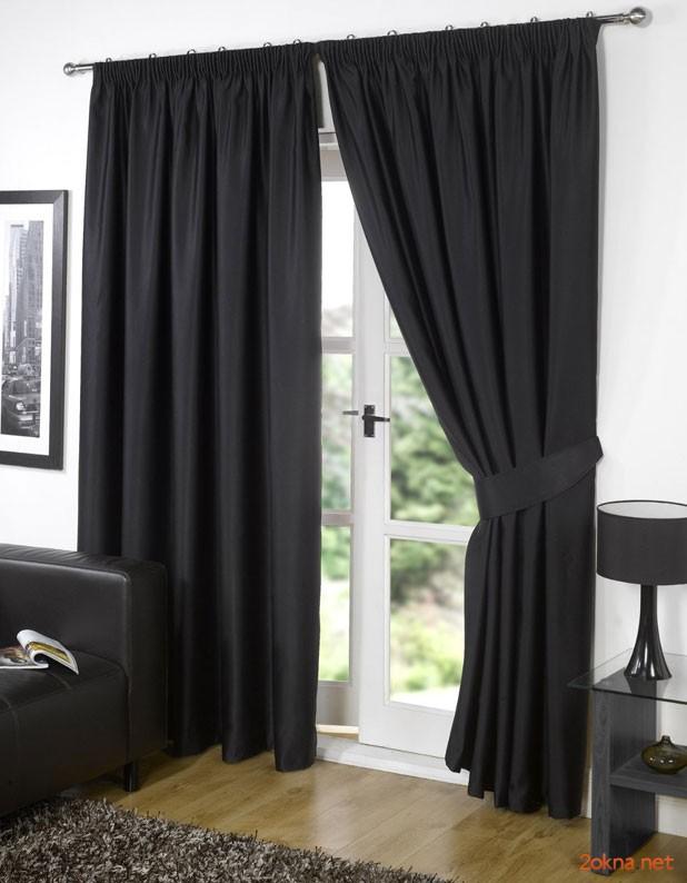 Фото: черные шторы блэкаут (blackout) в гостиной
