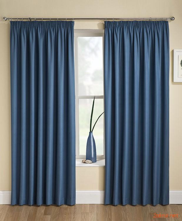 Фото: синие шторы блэкаут в интерьере квартиры