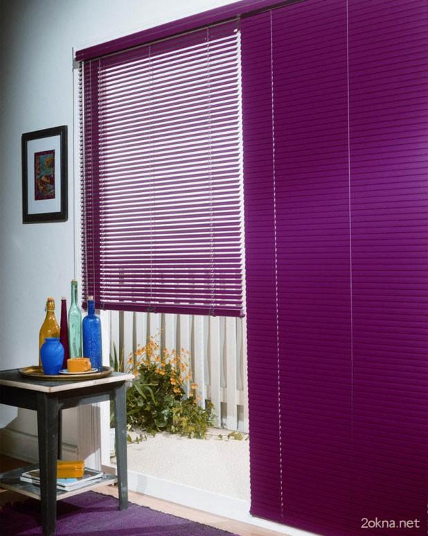 оформление комнаты при помощи цветных кассетных жалюзи