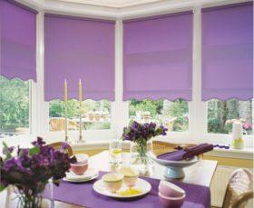 Фото - фиолетовые ролл-шторы на кухне