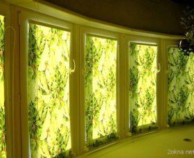 Фото - шторы-миниролло на балконе