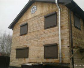 Рольставни в деревянном доме на даче