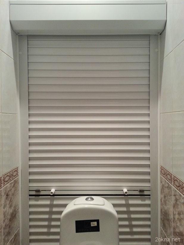 Монтаж рольставней в туалете
