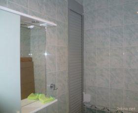 Фото - сантехнические рольставни в туалете