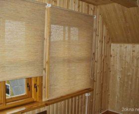 Тканевые рулонные жалюзи на балконе