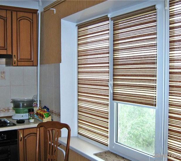 Фото - тканевые жалюзи на кухне