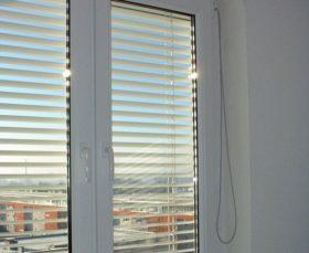 Фото - жалюзи для пластиковых окон