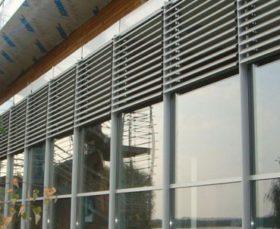 Фото - защитные жалюзи на пластиковые окна