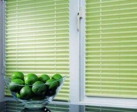 Горизонтальные жалюзи на пластиковые окна без сверления