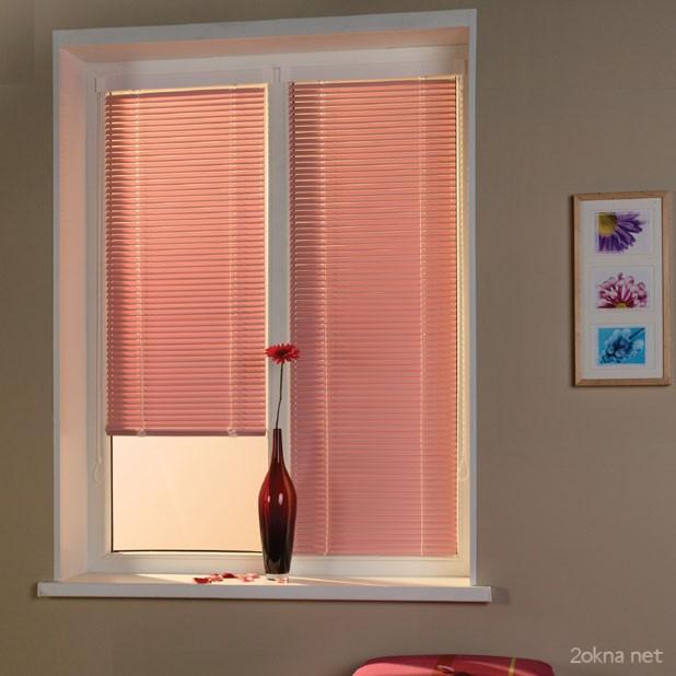Фото - жалюзи Изолайт розового цвета