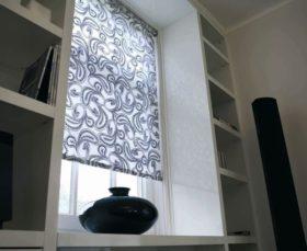 Фото рольштор на пластиковых окнах
