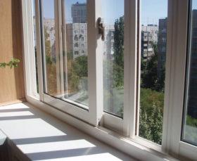 Раздвижные пластиковые окна на лоджии - фото