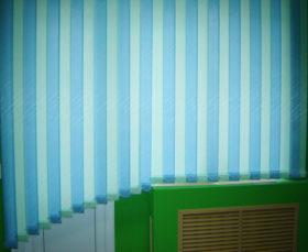 Фото: вертикальные тканевые жалюзи на балкон