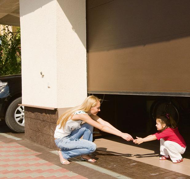 Автоматические подъемно-секционные гаражные ворота Алютех