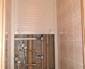 Как закрыть трубы в туалете